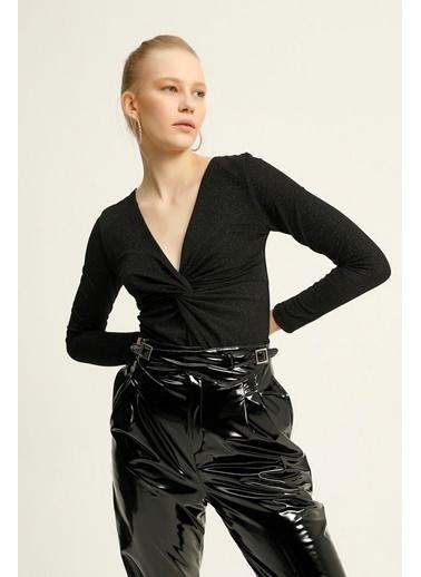 Quzu Kruvaze Simli Bodysuit Bluz  Siyah